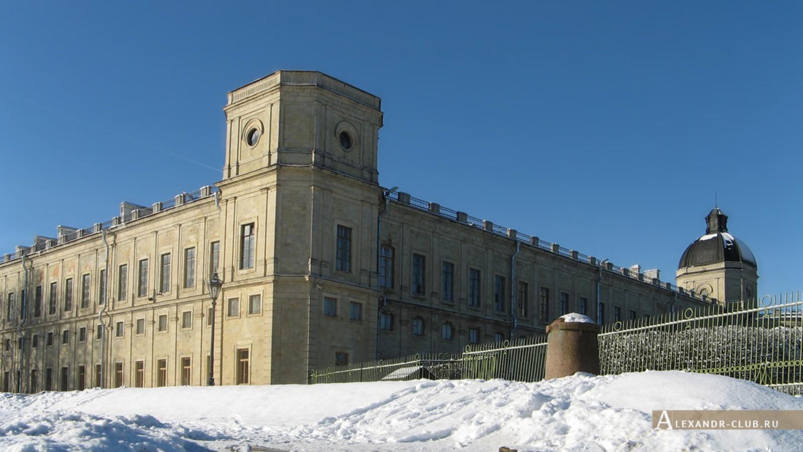 Гатчинский дворец, вид снизу
