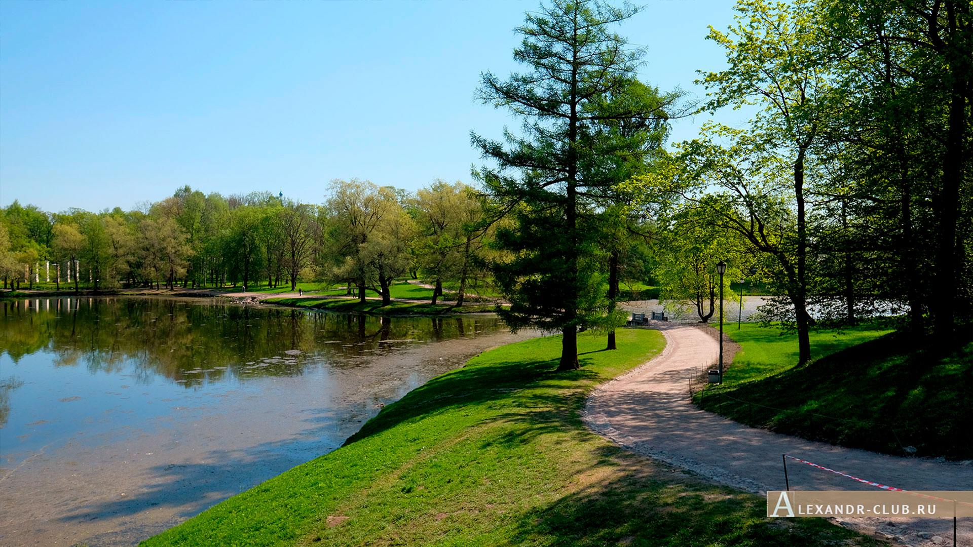 Гатчинский парк, весна, мостик между Черным и Белым озером