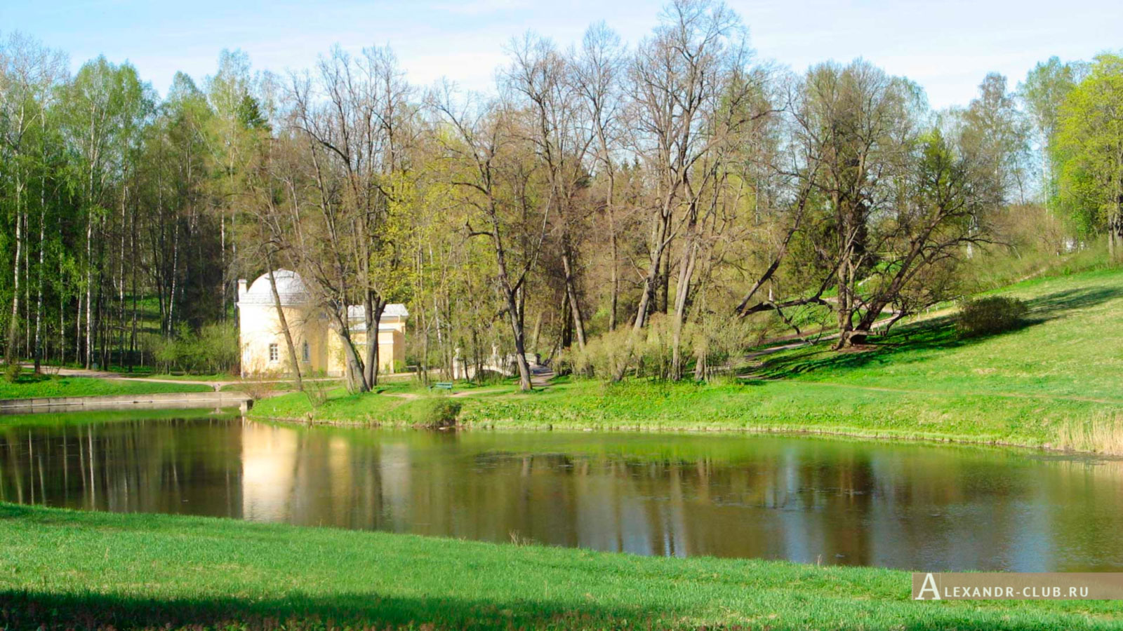 Павловский парк, весна, вид на Холодную баню