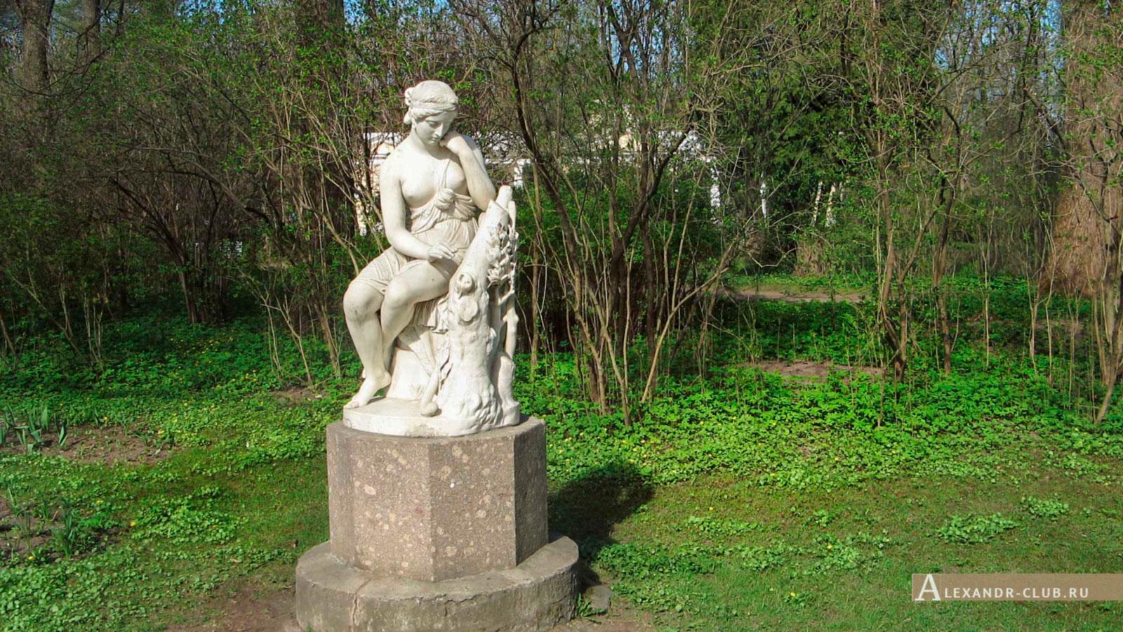 Павловский парк, весна, статуя Эрминии