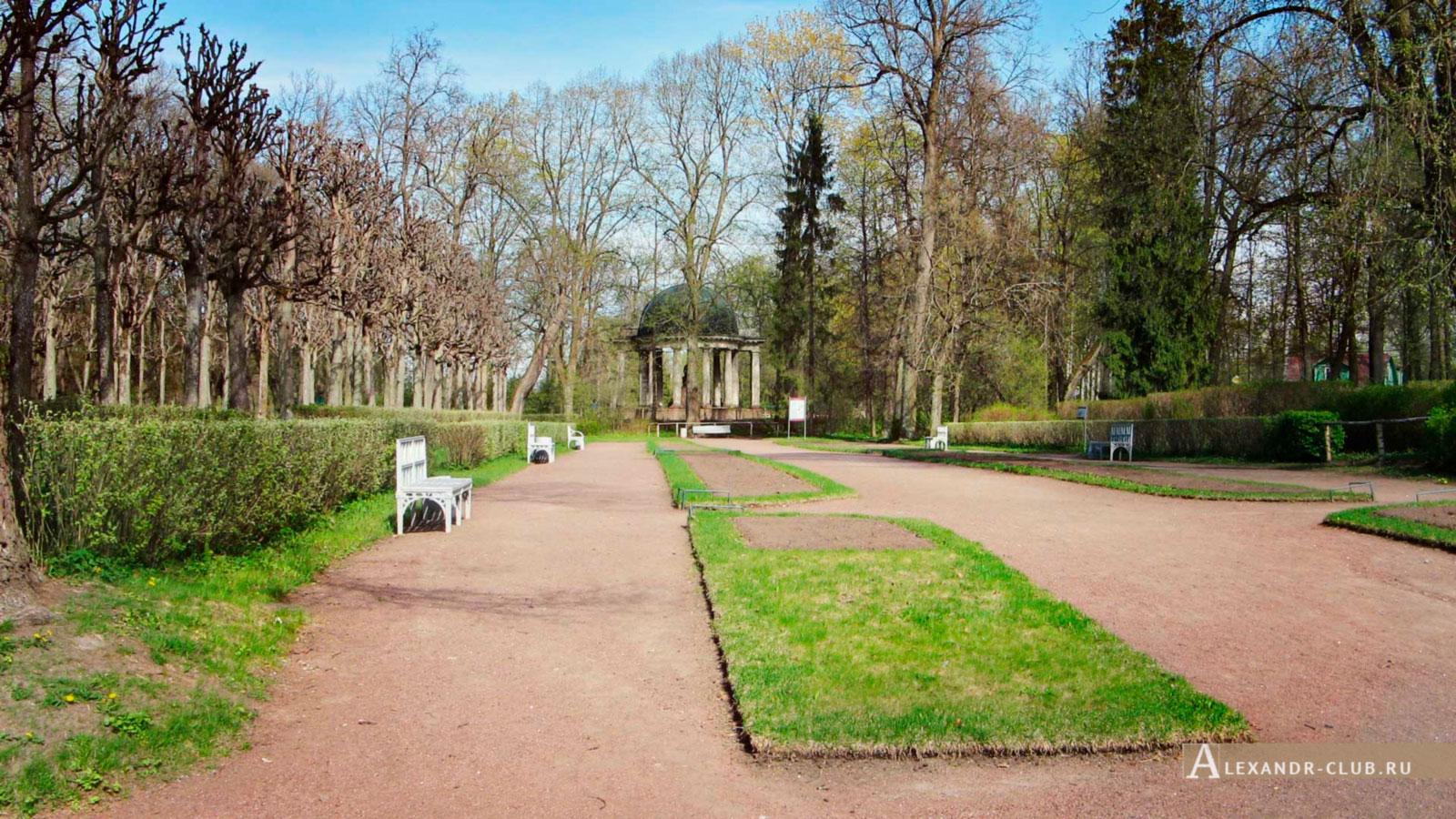 Павловский парк, весна, вид на павильон Росси – памятник императрице Марии Федоровне