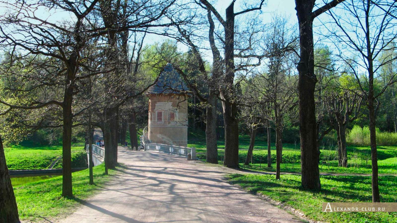 Павловский парк, весна, павильон «Пиль-башня»