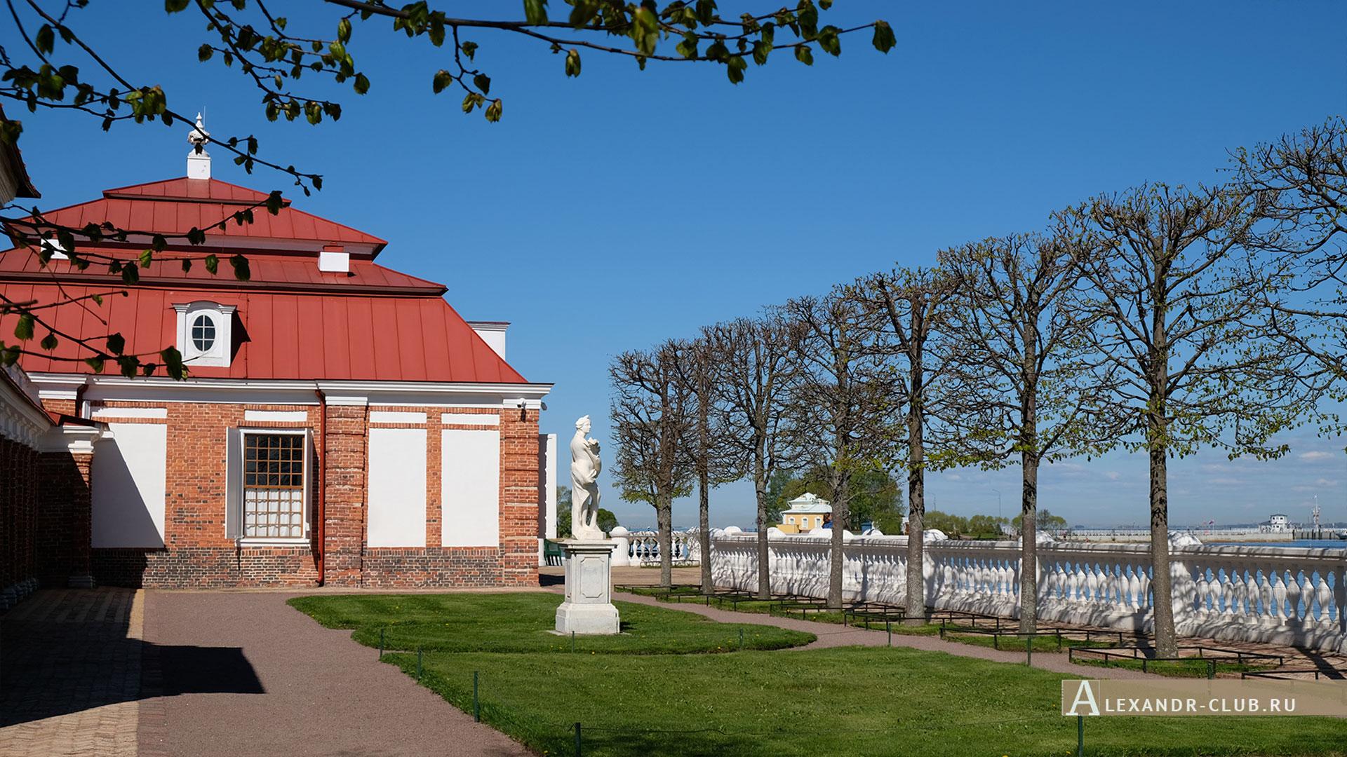 Петергоф, весна, Нижний парк, дворец «Монплезир»