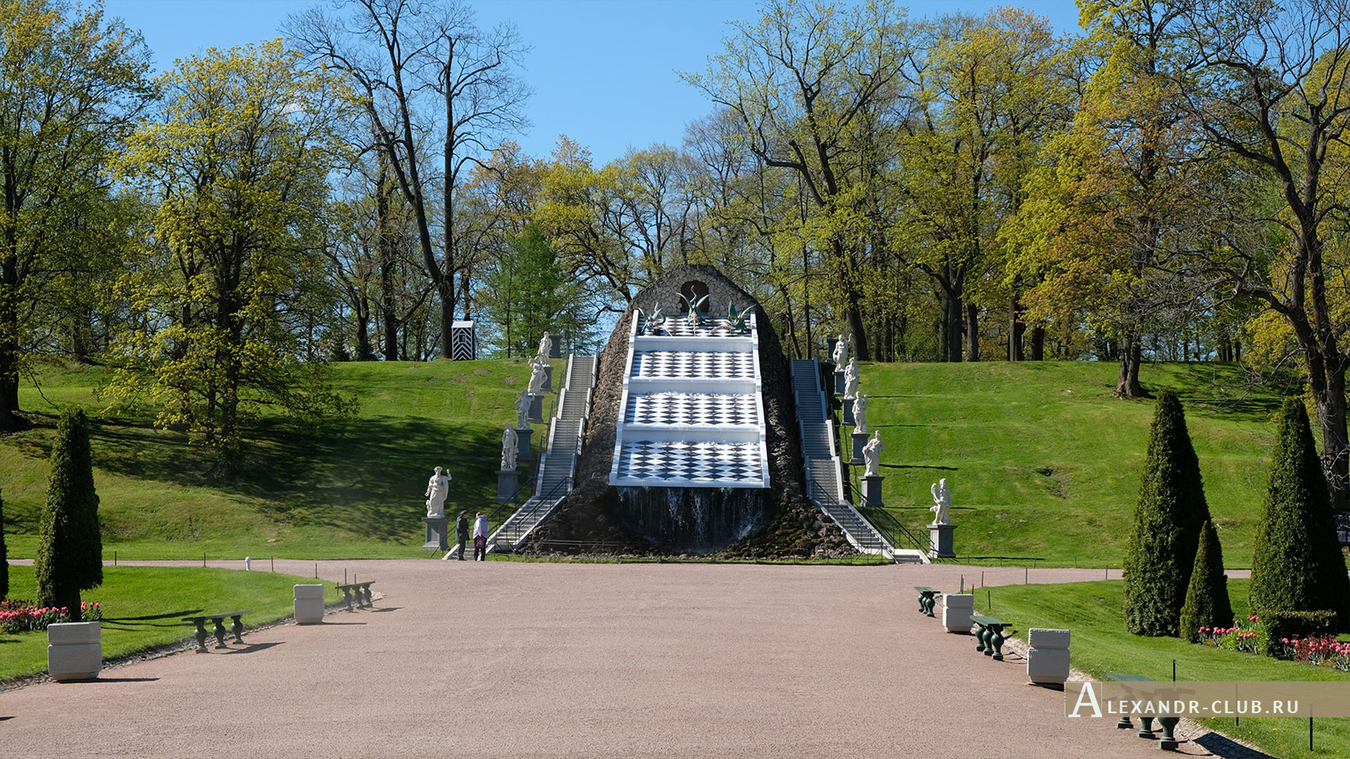 Петергоф, весна, Нижний парк, каскад «Шахматная гора»
