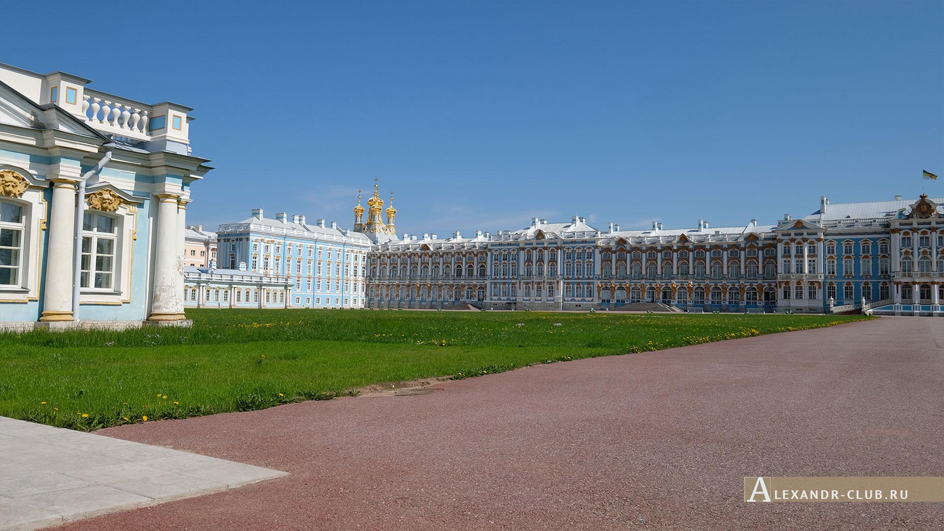 Царское Село, Екатерининский дворец, Парадный двор