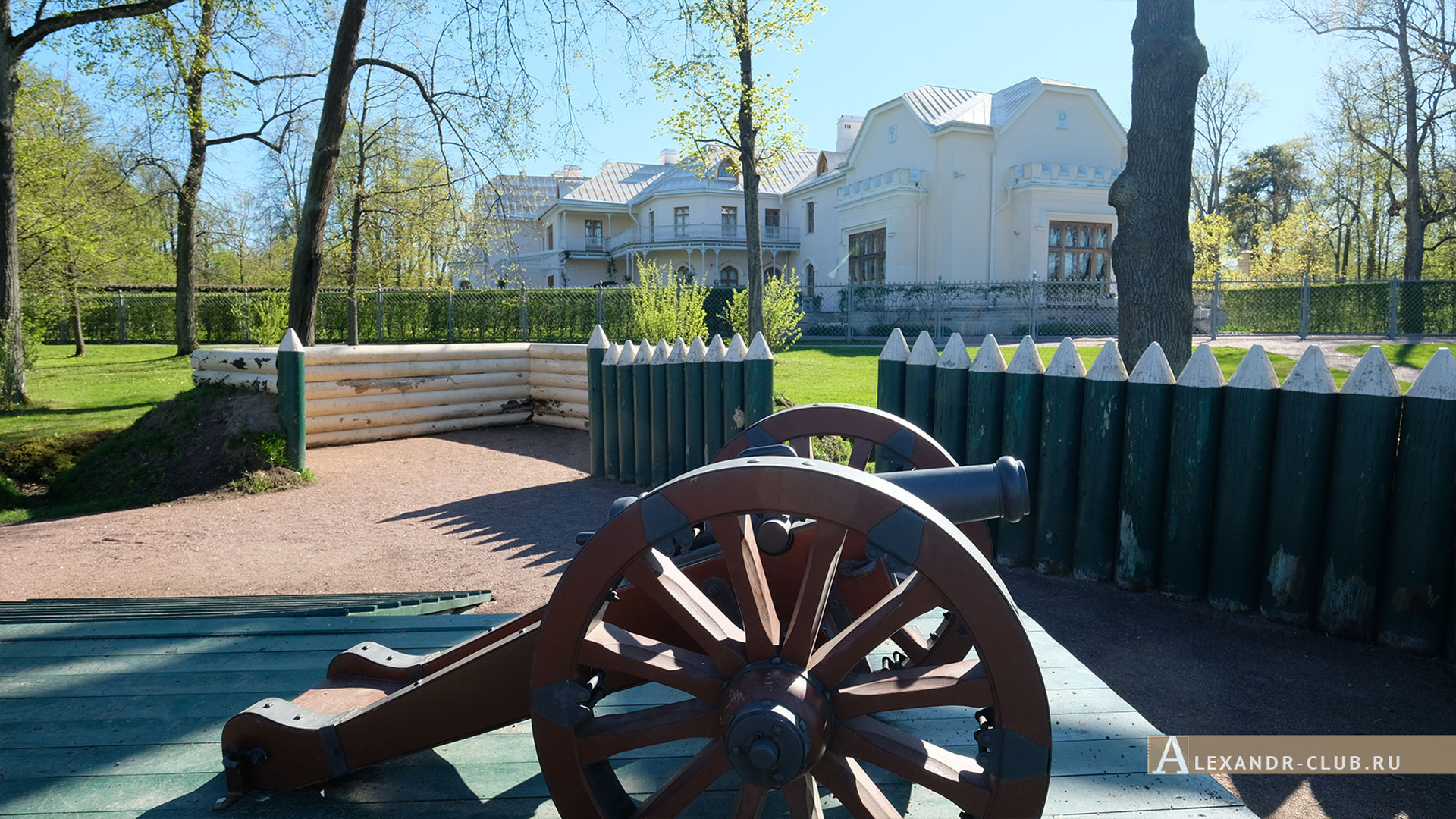 Петергоф, парк «Александрия», весна, редут, пушка, Фермерский дворец