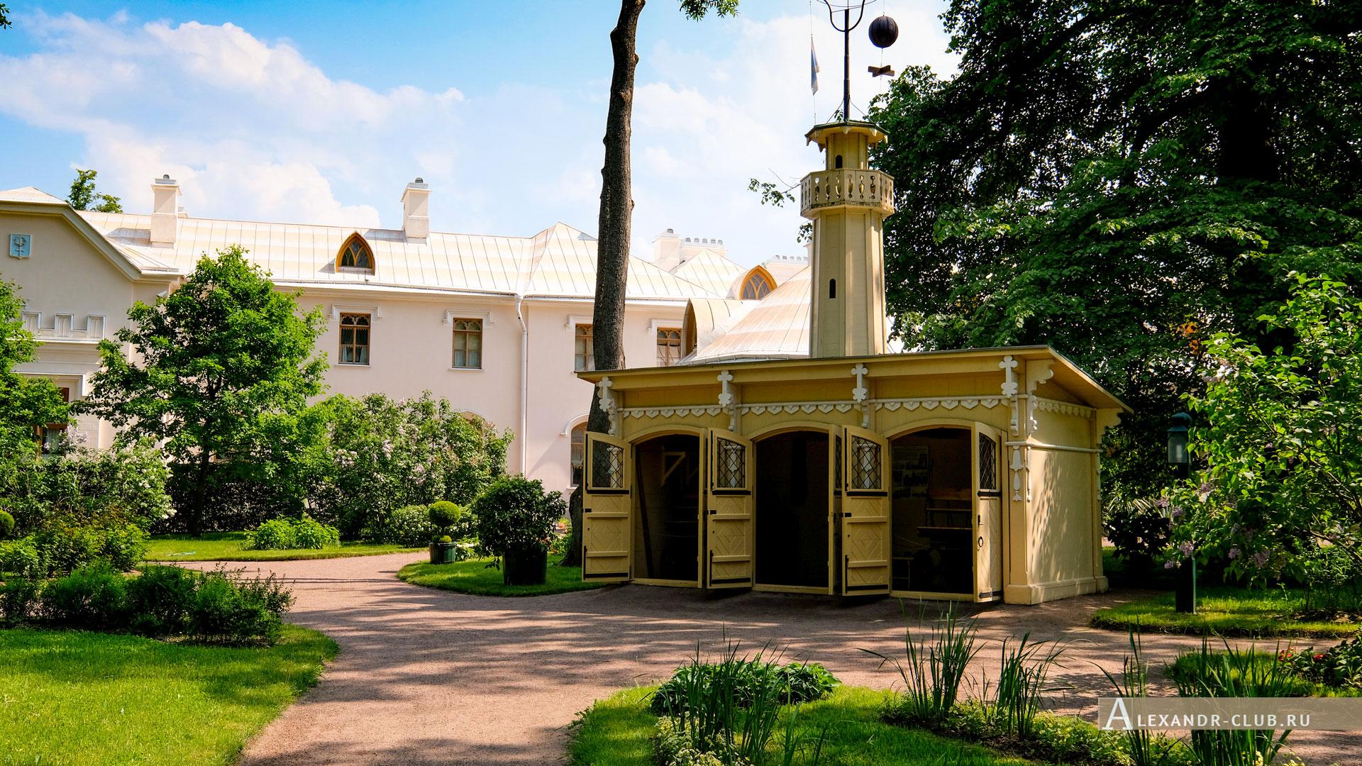 Петергоф, парк «Александрия», лето, Фермерский дворец, детская пожарная часть и каланча