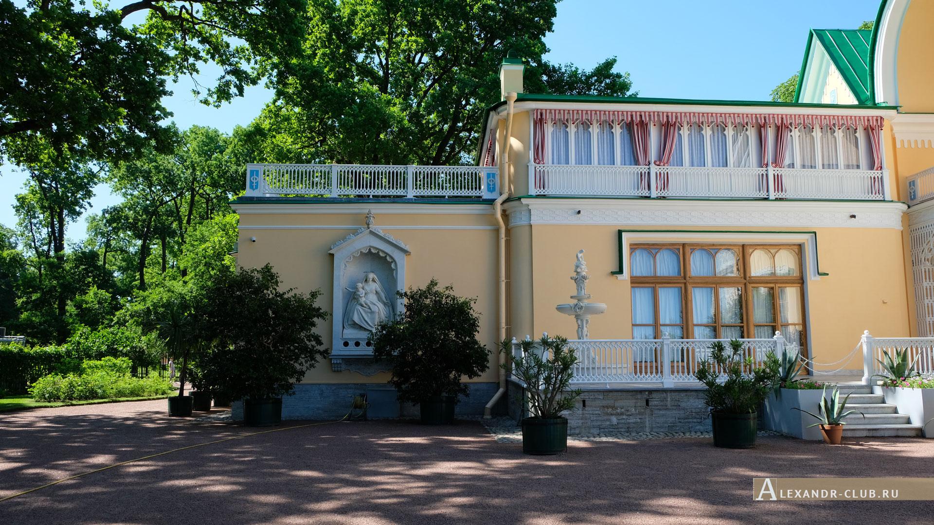 Петергоф, парк «Александрия», лето, дворец Коттедж
