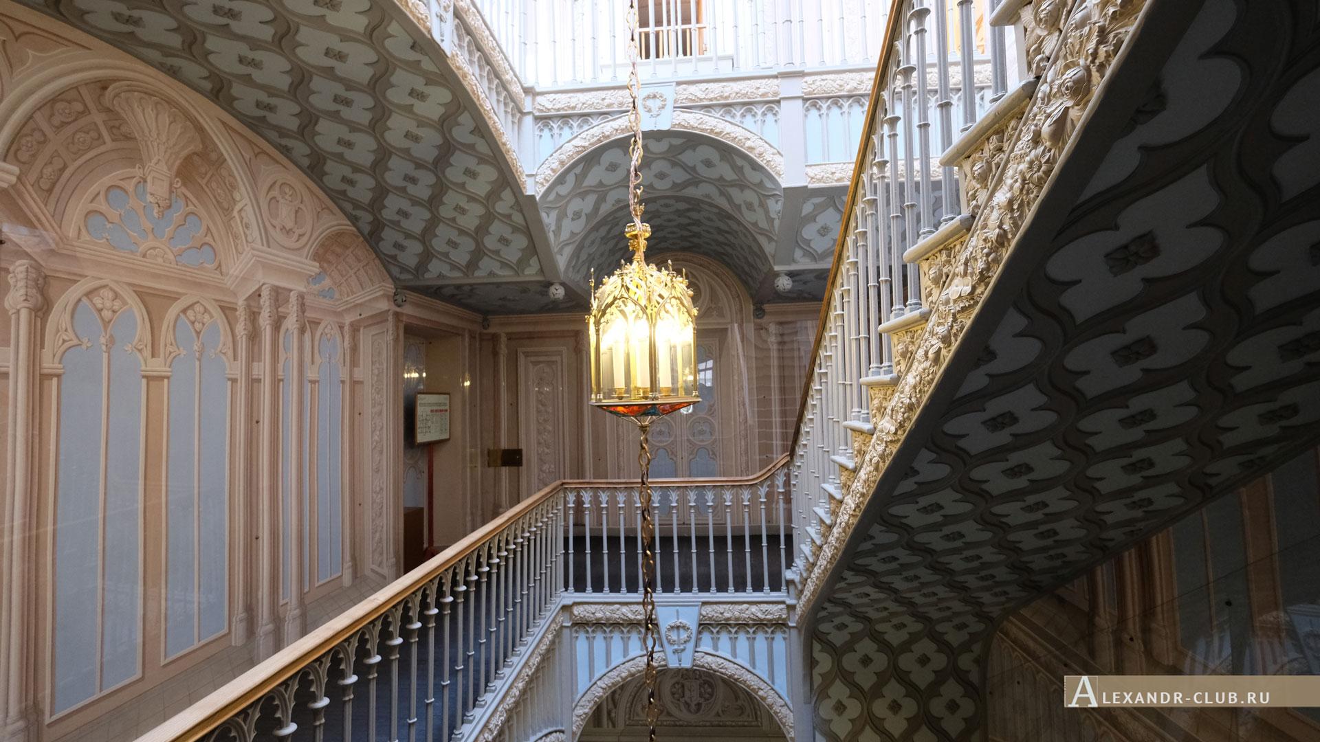 Петергоф, парк «Александрия», лето, дворец Коттедж, чугунная лестница