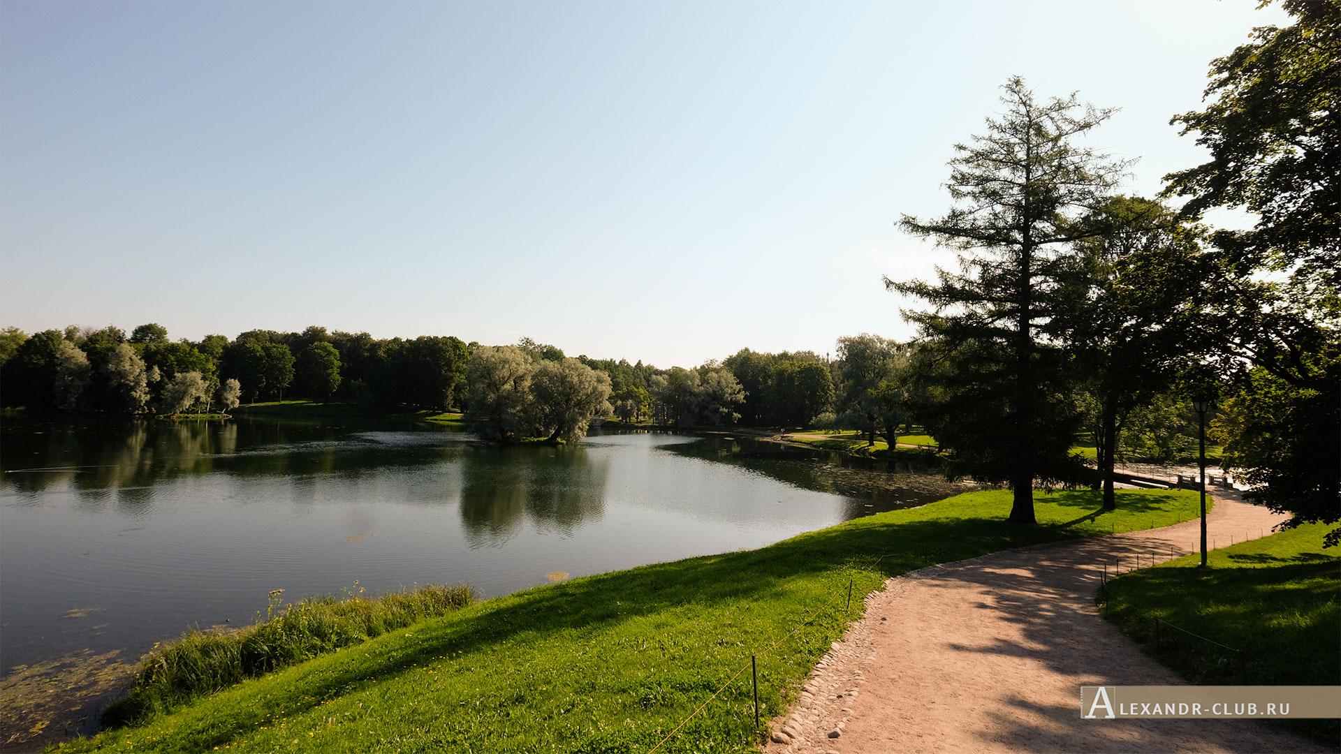 Гатчинский парк, лето, мостик между Черным и Белым озером