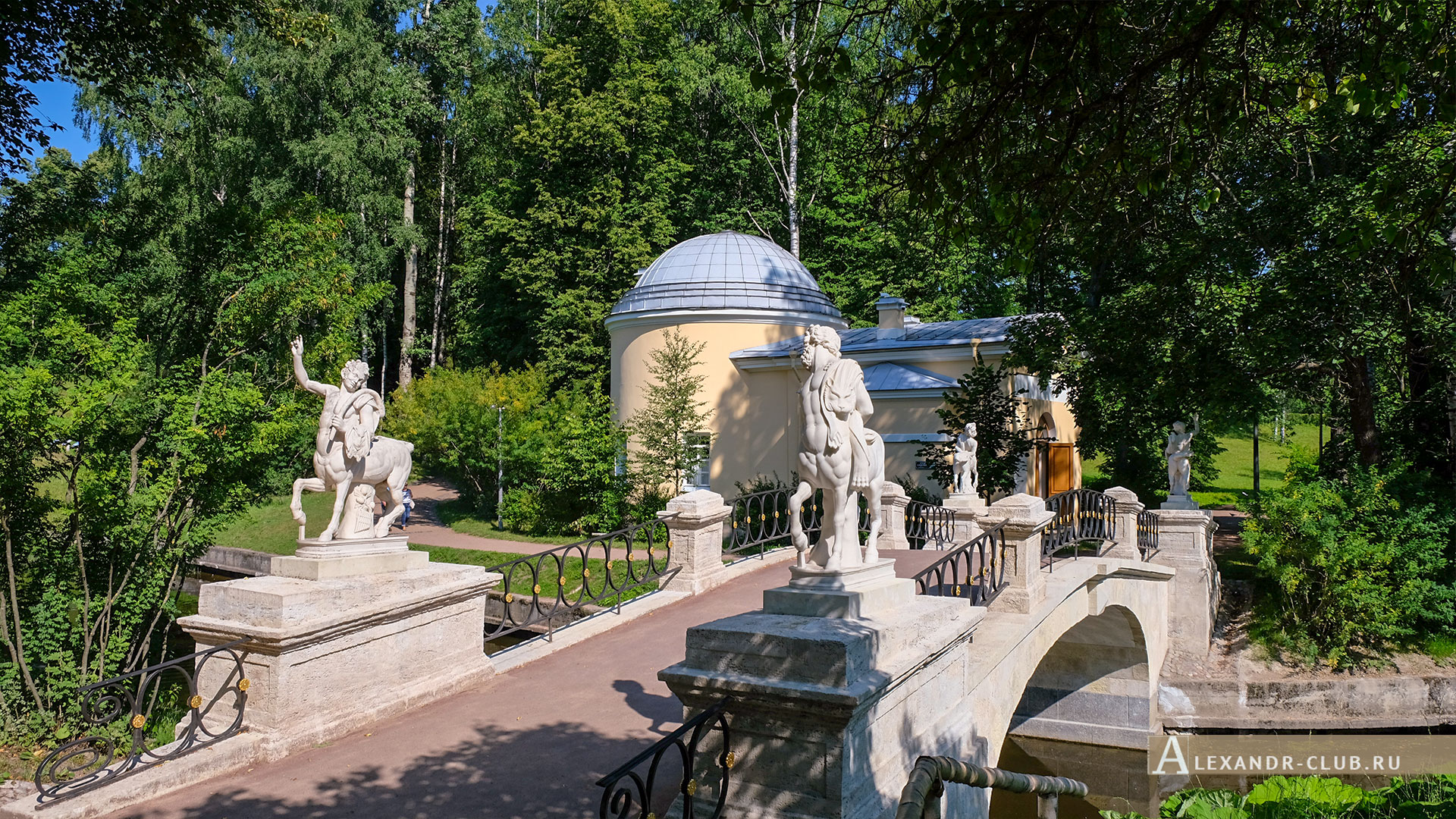 Павловск, лето, Павловский парк, мост Кентавров, Холодная баня