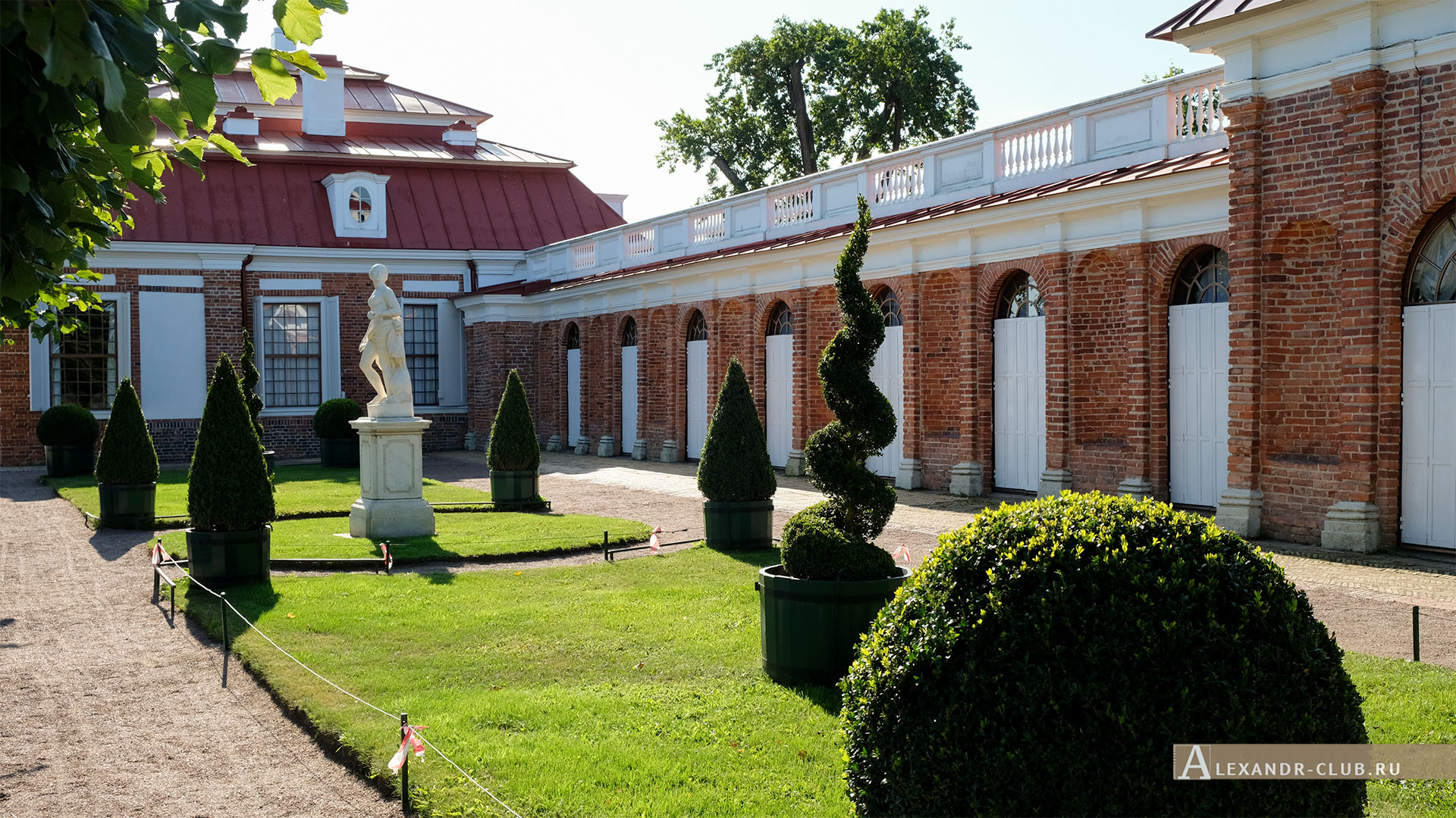 Петергоф, лето, Нижний парк, дворец «Монплезир»