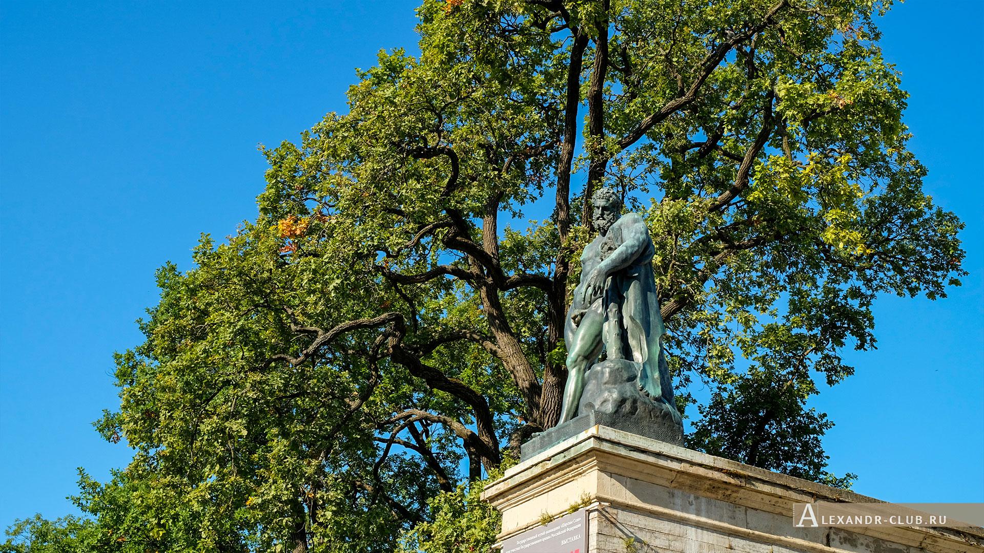 Царское Село, лето, Екатерининский парк, статуя Геркулес Фарнезский