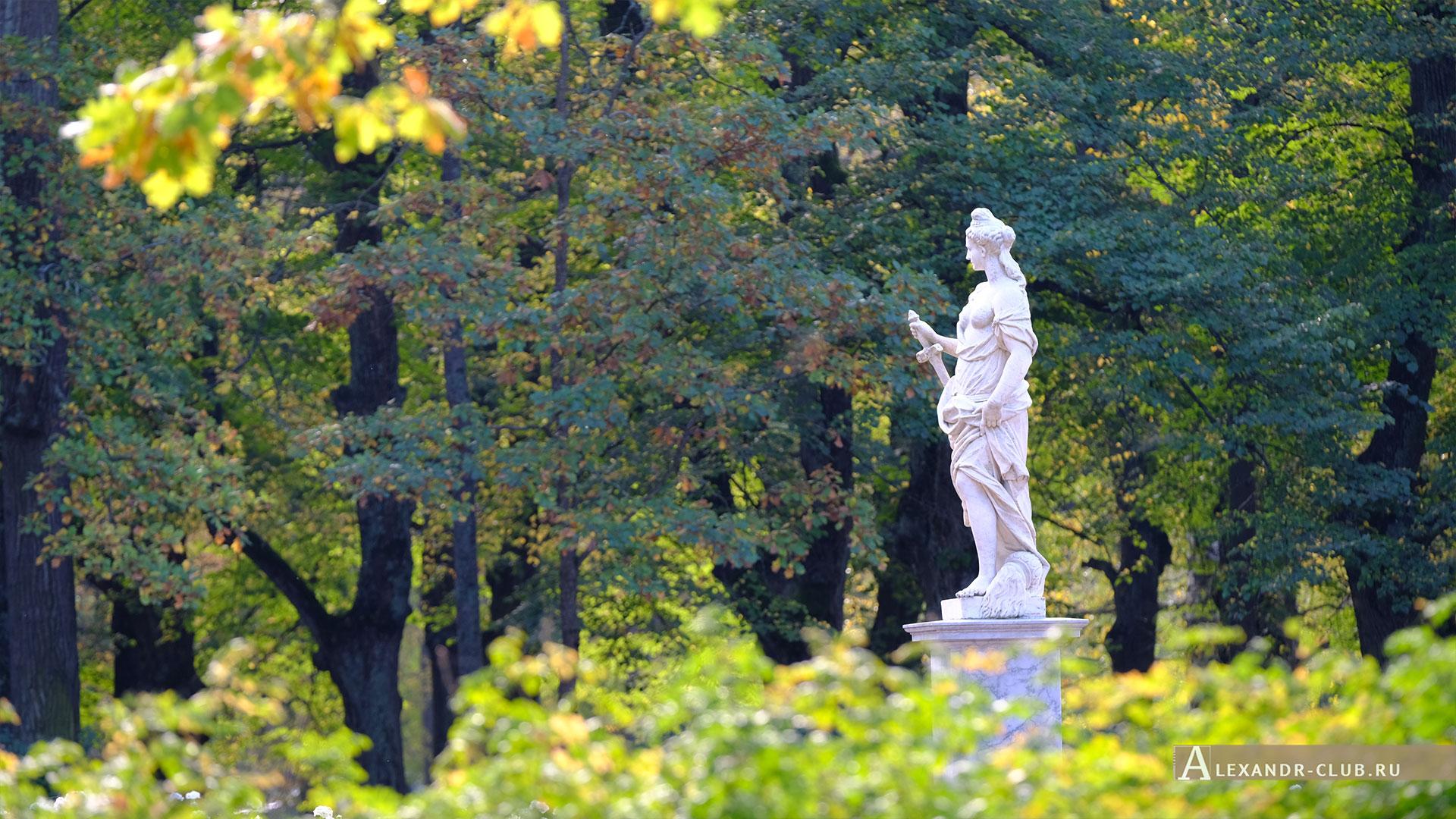 Павловск, осень, Павловский парк, Большие круги, скульптура «Правосудие»